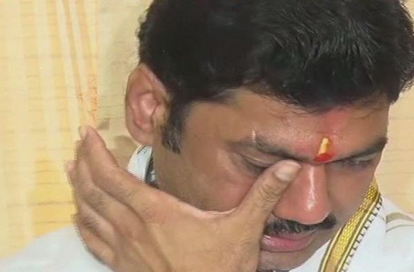 Dhananjay Munde Emotional 2