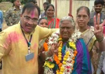 प्रमुख राजकीय पक्षांनी नाकारलं, बांबूच्या टोपल्या विकणाऱ्या आईचा मुलगा अपक्ष आमदार