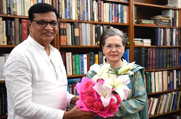 काँग्रेस नेत्यांची दिल्लीत खलबतं, सोनियांच्या खास माणसाला भेटून महाराष्ट्रातील रणनीती ठरली?