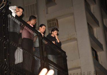 Shahrukh khan birthday : शुभेच्छा देण्यासाठी हजारो चाहत्यांची शाहरुखच्या बंगल्याबाहरे गर्दी