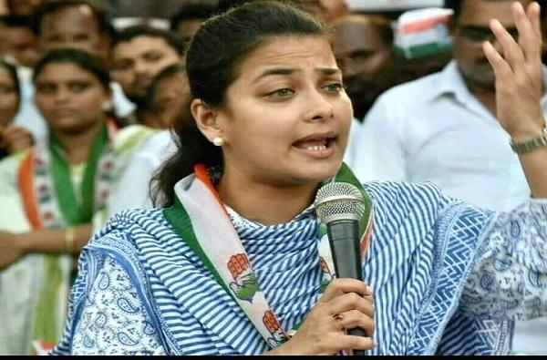 MIM Candidate on Praniti Shinde