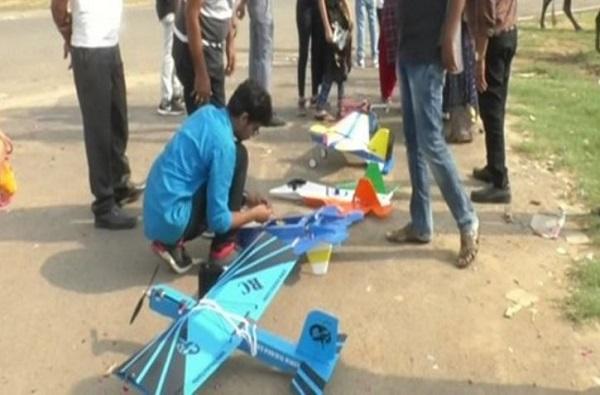 VIDEO : दहावी नापास प्रिंसची कमाल, युट्यूब पाहून थेट विमानाची निर्मिती