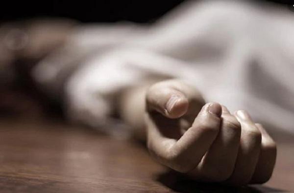 पोटच्या मुलीचं आजारपण असह्य, बीडमध्ये बापाने चिमुरडीला गळा दाबून संपवलं