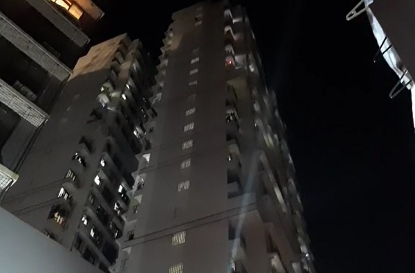 जन्मदात्या आईकडून बाळाची हत्या, खर्च परवडत नसल्याने इमारतीच्या 17 व्या मजल्यावरुन खाली फेकलं!