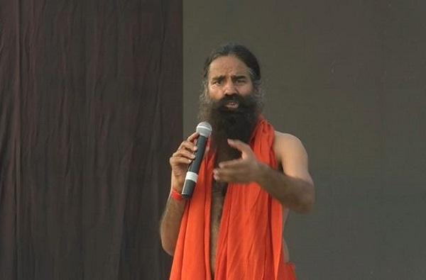 कांदा महागला म्हणून मोदीजी कांदे उगवतील का? : बाबा रामदेव