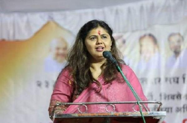 Pankaja Munde at Gopinath Gad