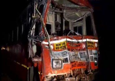 मुंबई-पुणे महामार्गावर शालेय बसचा अपघात, 15 विद्यार्थी, 3 शिक्षक गंभीर जखमी
