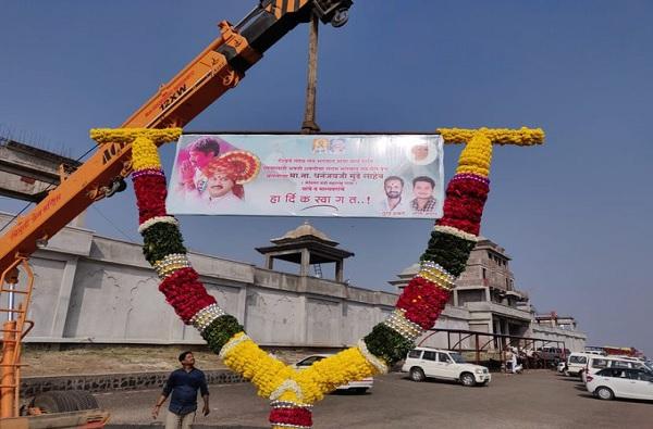 धनंजय मुंडेंचा सहावीपासून फॅन, लाडक्या नेत्याच्या स्वागतासाठी 174 किलोंचा हार