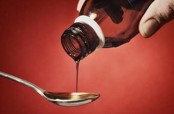 नशेसाठी कफ सिरपचा वापर, मुंबई पोलिसांकडून वर्षभरात 7000 बाटल्या जप्त