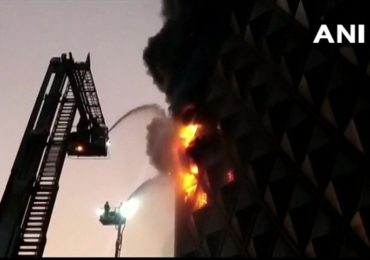 सुरतमधील रघुवीर मार्केटमध्ये भीषण आग, फायर ब्रिगेडच्या 40 गाड्या घटनास्थळी