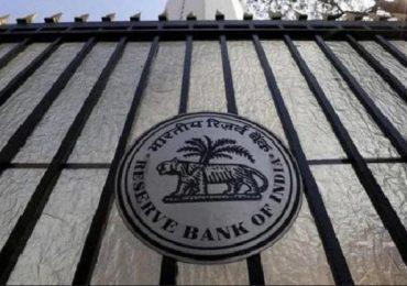 24 तासांत दोन बँकांवर धडक कारवाई, लक्ष्मी विलासनंतर RBI चे आणखी एका बँकेवर निर्बंध