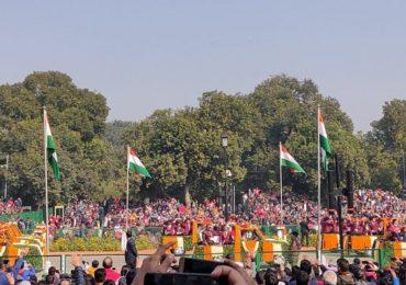 PHOTO : राजपथावर राष्ट्रपतींच्या हस्ते ध्वजारोहण, मुंबईत मुख्यमंत्र्यांच्या उपस्थितीत प्रजासत्ताक दिन साजरा