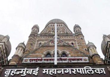कर्मचाऱ्याच्या मृत्यूचे पडसाद, बीएमसीबाहेर व्हेंटिलेटर-ऑक्सिजनसह दोन रुग्णवाहिका तैनात