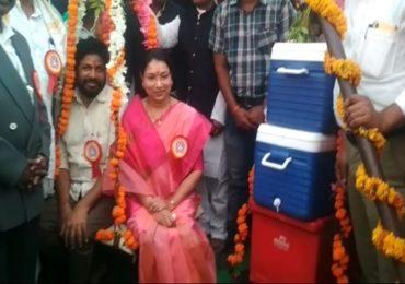 156 बाटल्या रक्तदान, राज्यमंत्री बच्चू कडू यांची सपत्नीक रक्ततुला