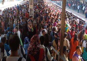 एसी लोकलला पहिल्याच दिवशी 25 मिनिटं विलंब, ठाणे स्टेशनवर गर्दीचं भयानक दृश्य