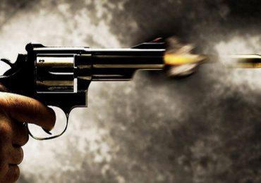 सीएएफच्या तीन जवानांचा एकमेकांवर गोळीबार, एकाचा मृत्यू