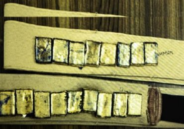 कमरपट्ट्यातून सोन्याची तस्करी, तीन किलो सोन्यासह दोघांना अटक