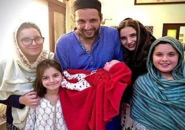 45 वर्षीय शाहीद आफ्रिदीला पाचवी मुलगी, नेटकरी म्हणाले, अजून 6 हव्या!
