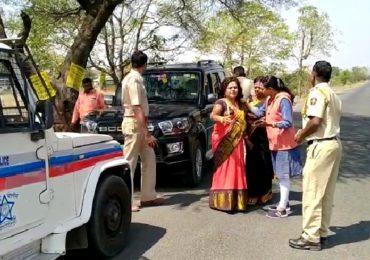 तृप्ती देसाईंना चॅलेंज देणारी शिवसेना कार्यकर्ती पोलिसांच्या ताब्यात