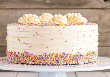 मैत्रिणींच्या वाढदिवसाचा केक खाल्ला, 15 विद्यार्थिनींना विषबाधा