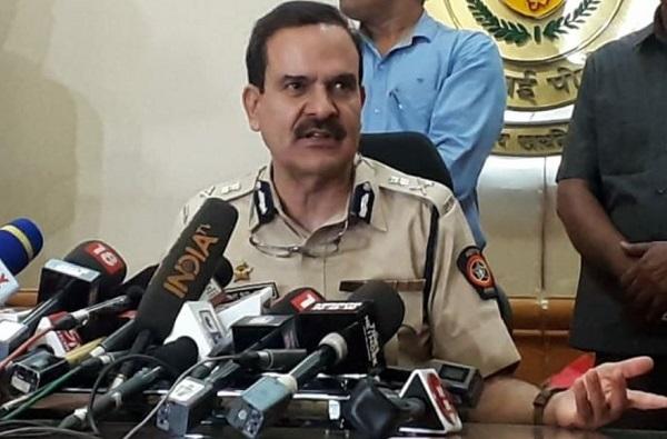Unlock Mumbai   मुंबईतील निर्बंधांविषयी पोलीस आयुक्तांकडून स्पष्टता, दोन किमीच्या 'लक्ष्मणरेषे'चा उल्लेख नाही