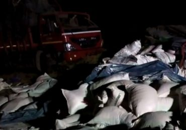 मुंबई-पुणे एक्स्प्रेस वेवर लघुशंकेसाठी उतरलेल्या मित्रांवर टेम्पो उलटला, 5 जणांचा मृत्यू