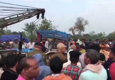 स्कॉर्पिओ आणि ट्रॅक्टरचा भीषण अपघात, 12 जणांचा मृत्यू, 3 जखमी