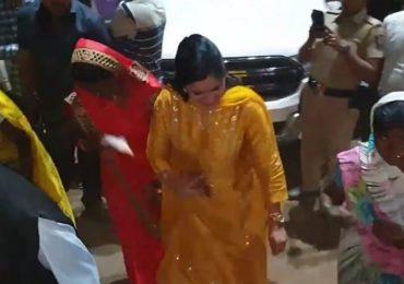 VIDEO : खासदार नवनीत राणा यांचा आदिवासी महिलांसोबत ठेका