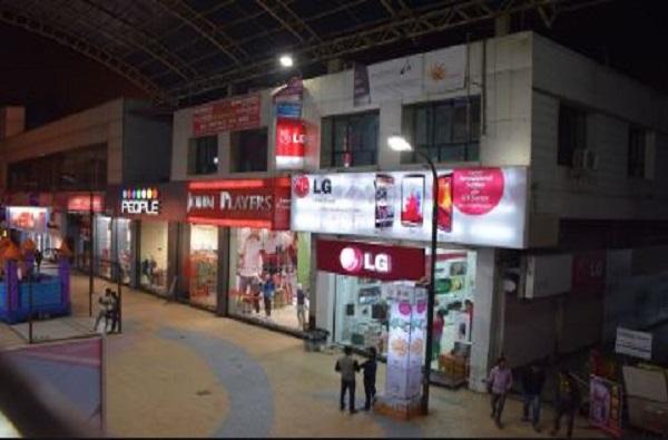 मुंबईत सरसकट दुकानं सुरु कण्यास परवानगी, दारु दुकानांना काऊंटरवर विक्रीला मुभा
