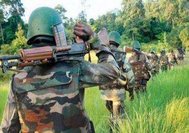 कोंबिंग ऑपरेशनदरम्यान सीआरपीएफवर नक्षलवादी हल्ला, 17 जवानांना वीरमरण