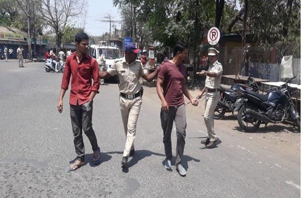 जमावबंदीच्या आदेशाला केराची टोपली, इचलकरंजीत रस्त्यावर गर्दी करणाऱ्यांवर पोलिसांची कारवाई