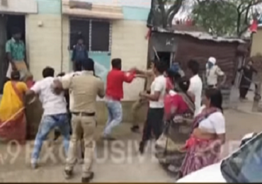 बीडमध्ये संचारबंदीवरुन पोलीस-नागरिकांमध्ये हाणामारी