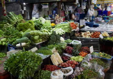 कोबी तीन रुपये किलो, टोमॅटो दहा रुपयांखाली, नवी मुंबई APMC मार्केटमध्ये भाज्यांच्या किमती गडगडल्या