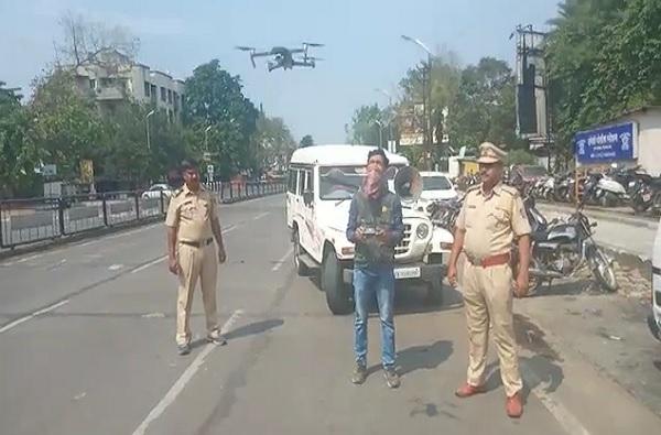 पुण्यात मोकाट फिरणाऱ्या 300 जणांवर गुन्हा दाखल, नजर ठेवण्यासाठी ड्रोनचा वापर