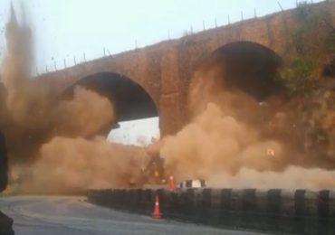 मुंबई-पुणे महामार्गावरील ब्रिटिशकालीन पूल स्फोटक लावून उडवला, क्षणात जमीनदोस्त होऊन इतिहासजमा