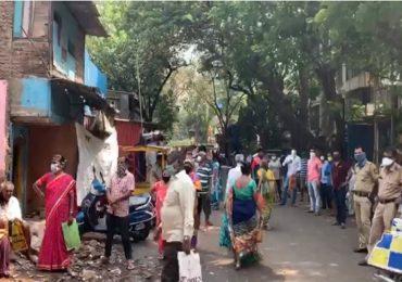 चेंबुरमध्ये रेशन खरेदीसाठी झुंबड, मिरा भाईंदरमध्ये भाजी मंडईत मोठी गर्दी