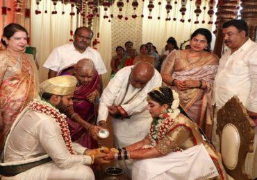 देश लॉकडाऊन, कर्नाटकच्या माजी मुख्यमंत्र्यांच्या मुलाचा जंगी विवाहसोहळा