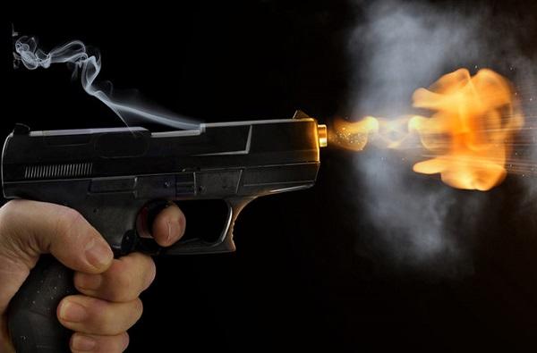 चंद्रपुरात भाजप नेत्याच्या घरी थरार, वडिलांचा दोन मुलांवर गोळीबार, स्वत:वरही गोळी झाडली