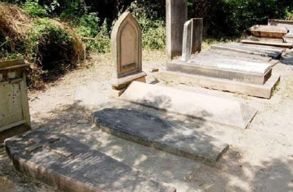 Malegaon corona   मालेगावातील बडा कब्रस्तानात दफनविधीसाठी आठ दिवसात तिप्पट मृतदेह