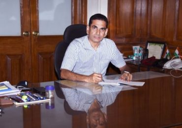 नियुक्तीनंतर तासाभरात पदभार, BMC आयुक्त अॅक्शन मोडमध्ये, धारावीची रणनीती ठरवणार