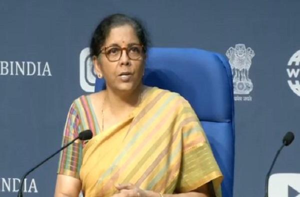 Nirmala Sitharaman | मजुरांना 2 महिने मोफत धान्य, कमी भाड्यात घर, फेरीवाल्यांसाठी 5 हजार कोटी