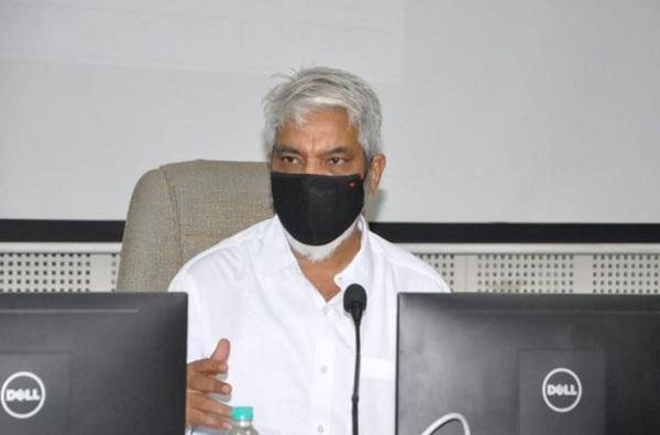 टोळधाडीचं महाराष्ट्रावर संकट, कीटकनाशकांचा मारा, अग्निशमन बंब, ड्रोन सज्ज : कृषीमंत्री