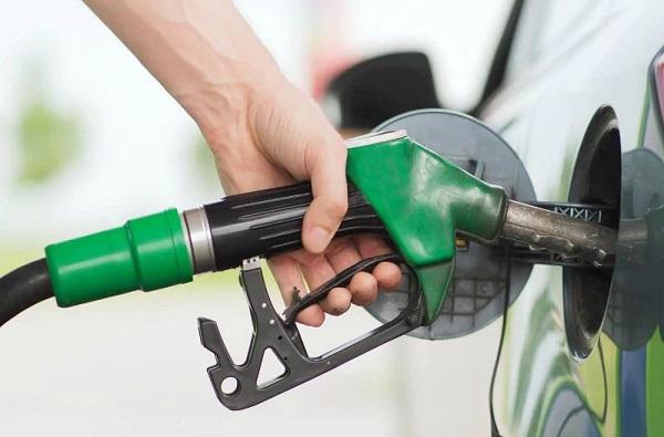 वाहनचालकांच्या खिशाला कात्री, एक जूनपासून पेट्रोल डिझेल महागणार