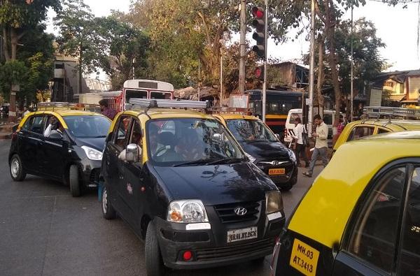 रेल्वे स्टेशन ते घर, मुंबईत केवळ पाच स्थानकांवर टॅक्सी सेवेला मंजुरी
