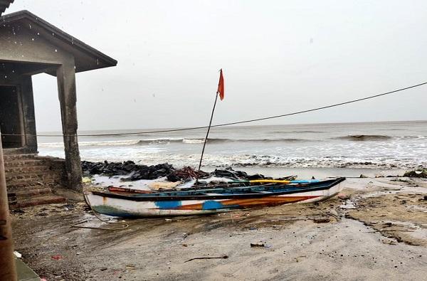 चक्रीवादळ दूर होण्यासाठी पुढील 6 तास महत्वाचे, सर्वत्र पाऊस कोसळत राहणार : हवामान विभाग