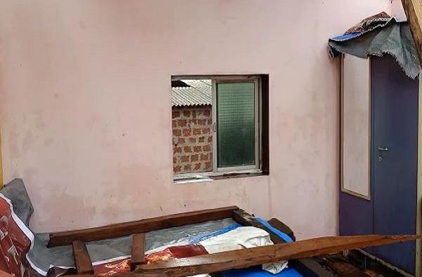 Cyclone Nisarga   निसर्ग चक्रीवादळात 7 जणांचा जीव वाचवणारी खिडकी!