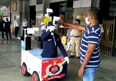 PHOTO | आता रेल्वे स्टेशनवर 'रोबो'द्वारे तपासणी, प्रवाशांच्या स्क्रीनिंगसाठी 'कॅप्टन अर्जुन' सज्ज