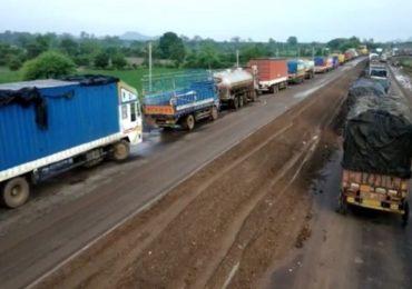 औरंगाबादेत वाहतूक कोंडीचा कहर, तब्बल 13 तास ट्रॅफिक जॅम, मुसळधार पावसाने 15 किमीपर्यंत रांगा