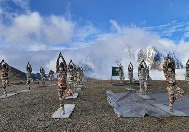 International Yoga Day Photos: भारतीय जवानांचा 18 हजार फूट उंचीवर योगाभ्यास