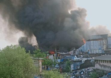 मुंबईतील मानखुर्दच्या झोपडपट्टीला भीषण आग, अग्निशमन दलाच्या 10 गाड्या घटनास्थळावर